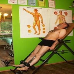 Leczenie dyskopatii kręgosłupa na ławce trakcyjnej